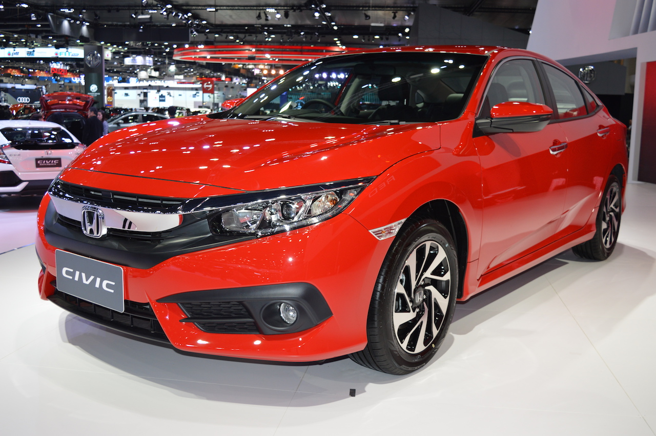 Honda Civic Red front three quarters left side at 2017 Thai Motor Expo - Live