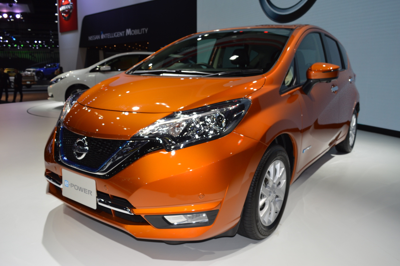 Nissan Note e-Power front three quarters left side at 2017 Thai Motor Expo - Live.JPG