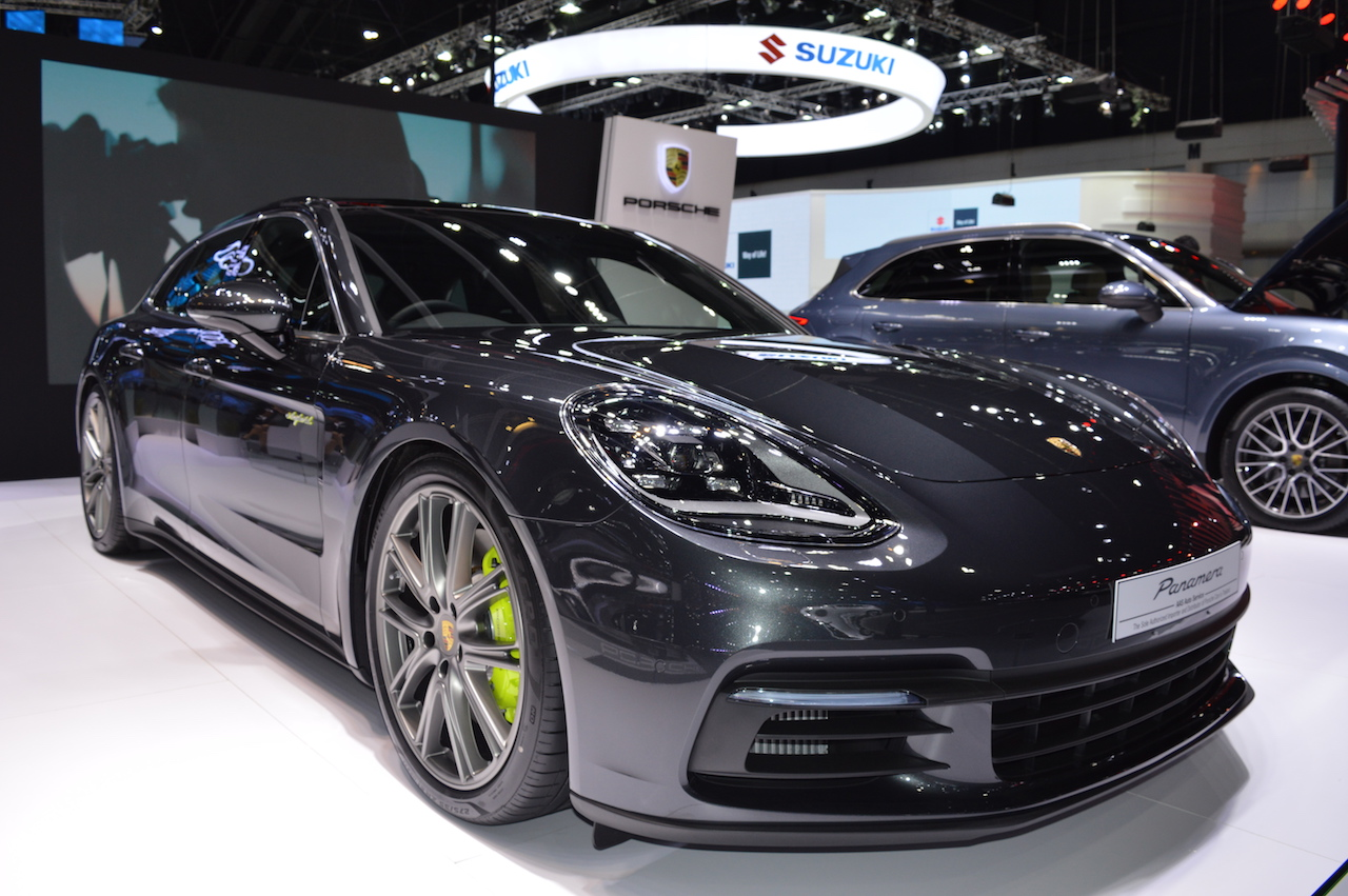 Porsche Panamera 4 e-hybrid Sport Turismo front three quarters right side at 2017 Thai Motor Expo