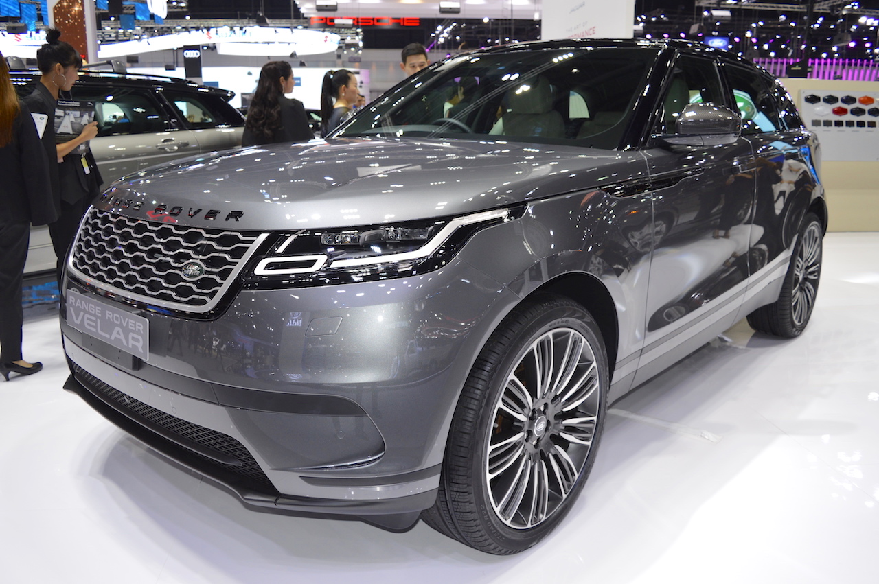 Range Rover Velar front three quarters left side at 2017 Thai Motor Expo