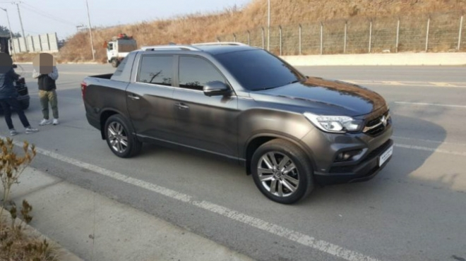 SsangYong Rexton Sports (Q200) front three quarters spy shot