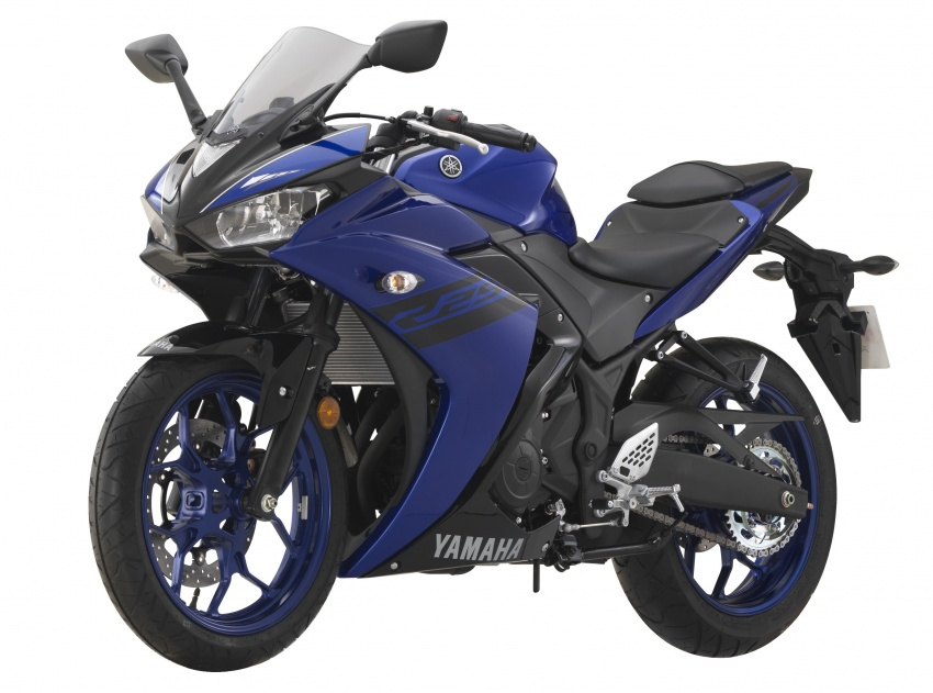 2018 Yamaha YZF-R25 Blue press front left quarter