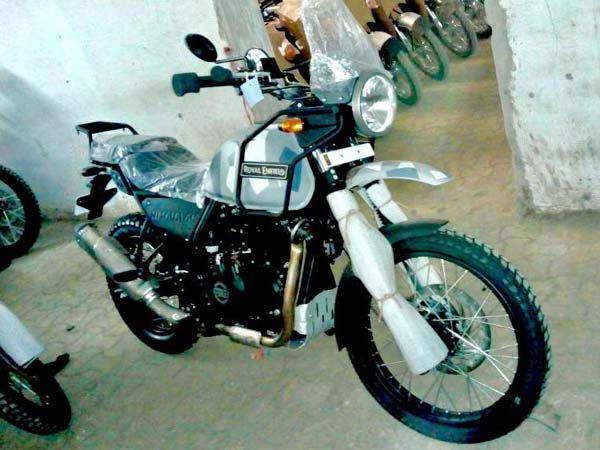 Royal Enfield Himalayan Camo variant spied front right quarter