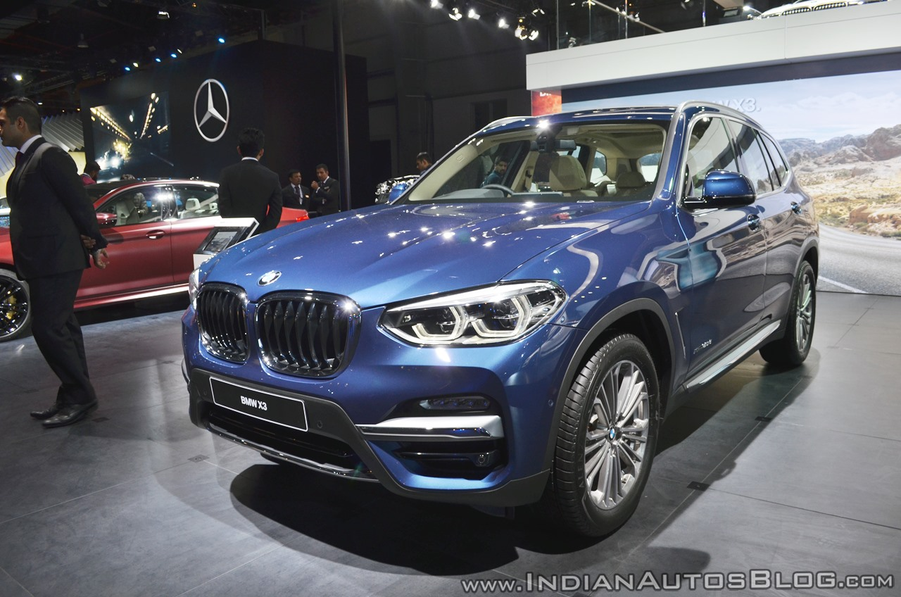 2018 BMW X3 front three quarters at Auto Expo 2018