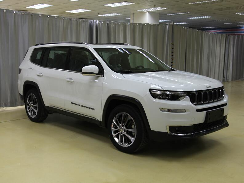 2018 Jeep Grand Commander 4WD front three quarters