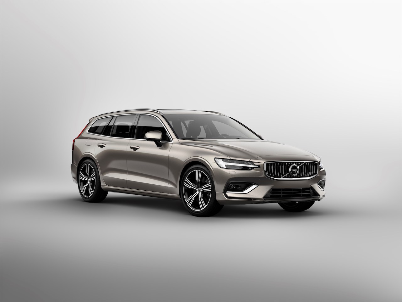 2018 Volvo V60 front three quarters