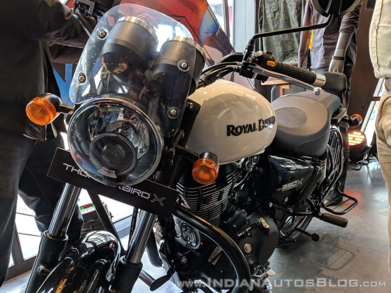 royal enfield thunderbird 350x with accessories showcased at launch. Black Bedroom Furniture Sets. Home Design Ideas