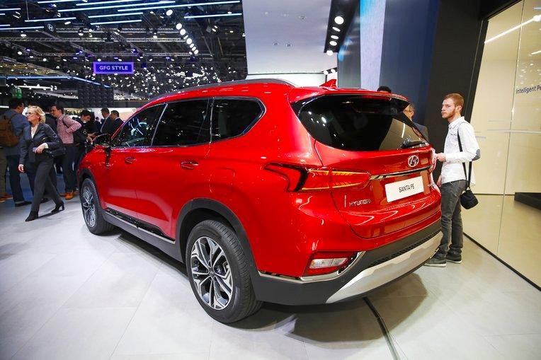 2018 Hyundai Santa Fe rear three quarters at 2018 Geneva Motor Show