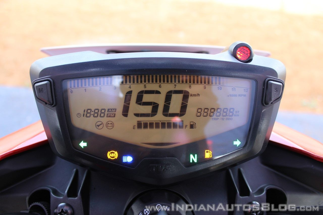 2018 TVS Apache RTR 160 4V First ride review Carb Instrument cluster display check