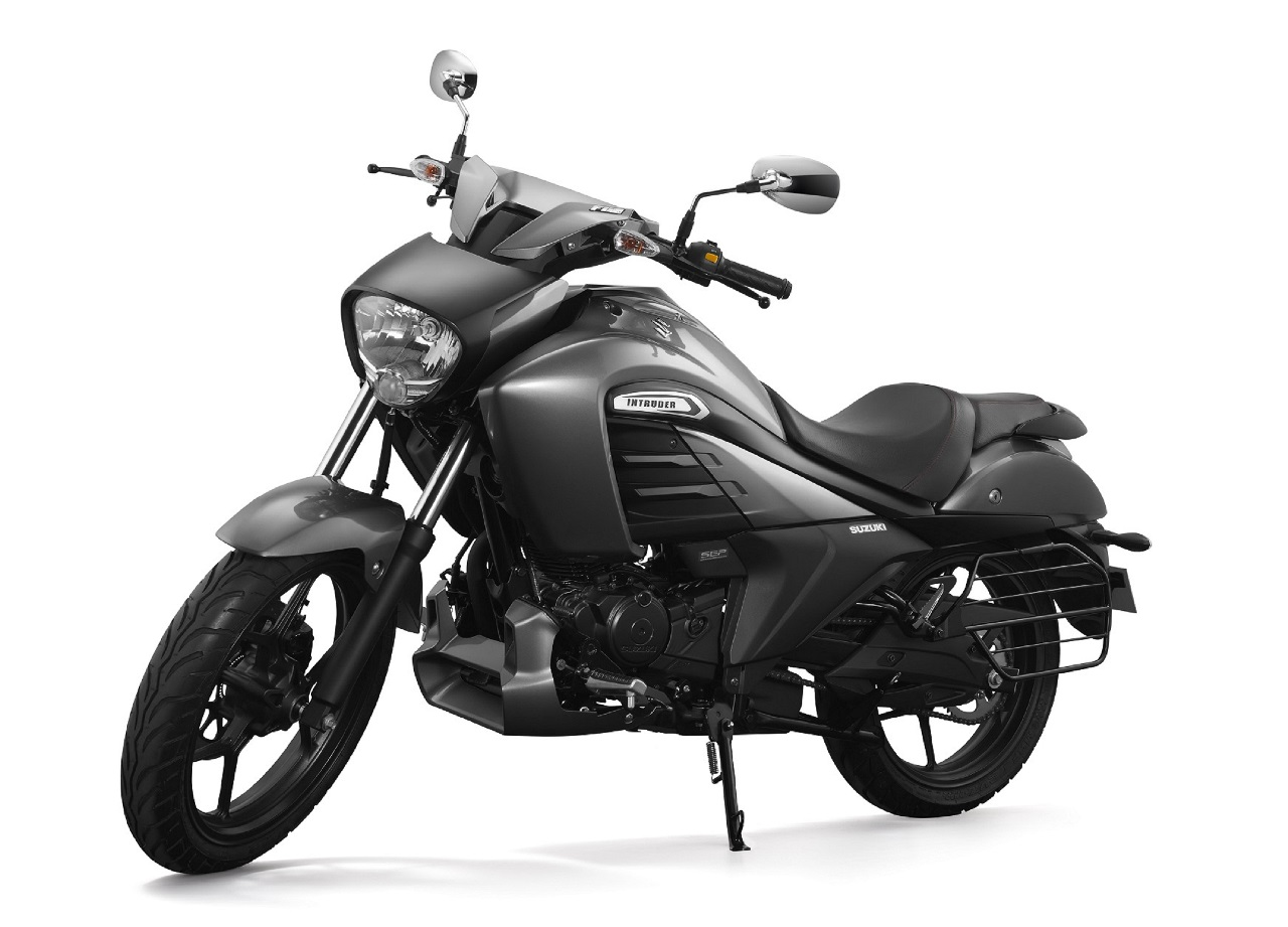 Suzuki Intruder 150 FI press front left quarter
