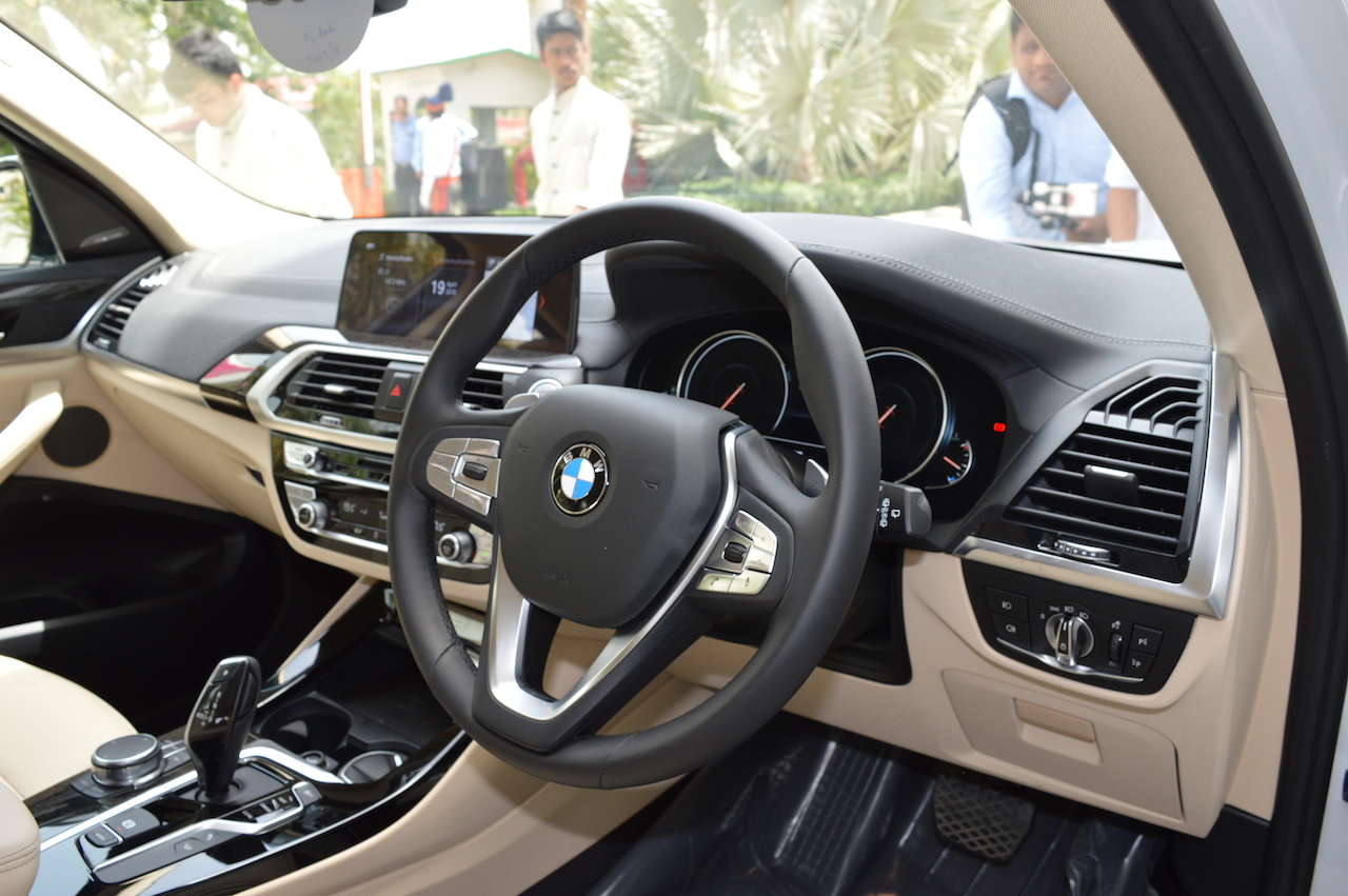 2018 BMW X3 Mineral White interior dashboard