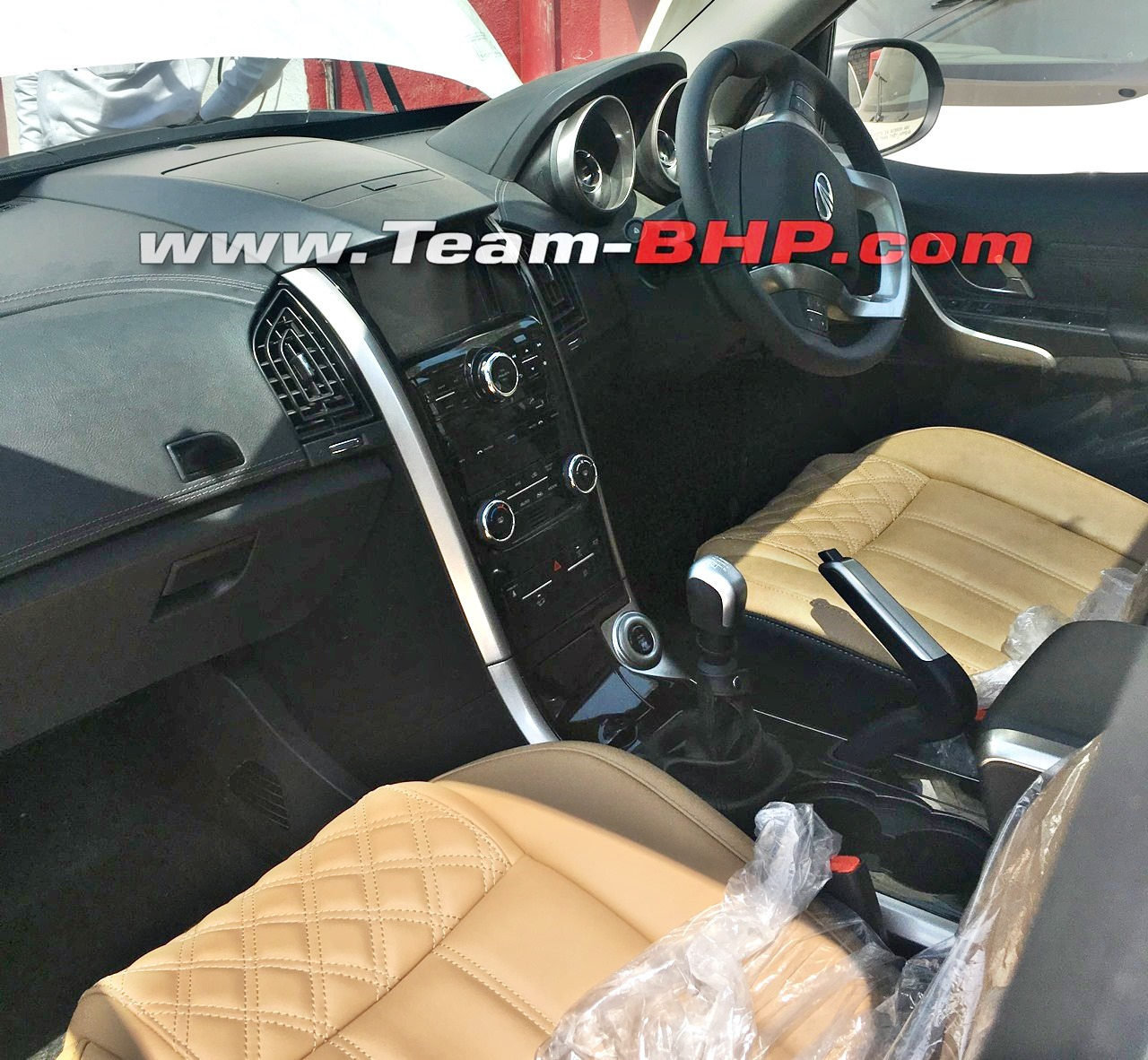 More Images Of 2018 Mahindra Xuv500 Interior Surface Online