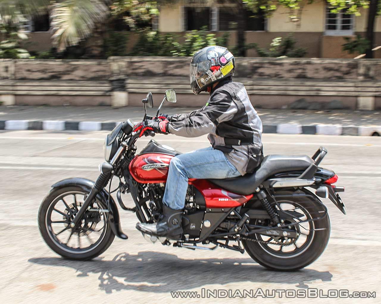 Bajaj Avenger 180 Street test ride review left side action