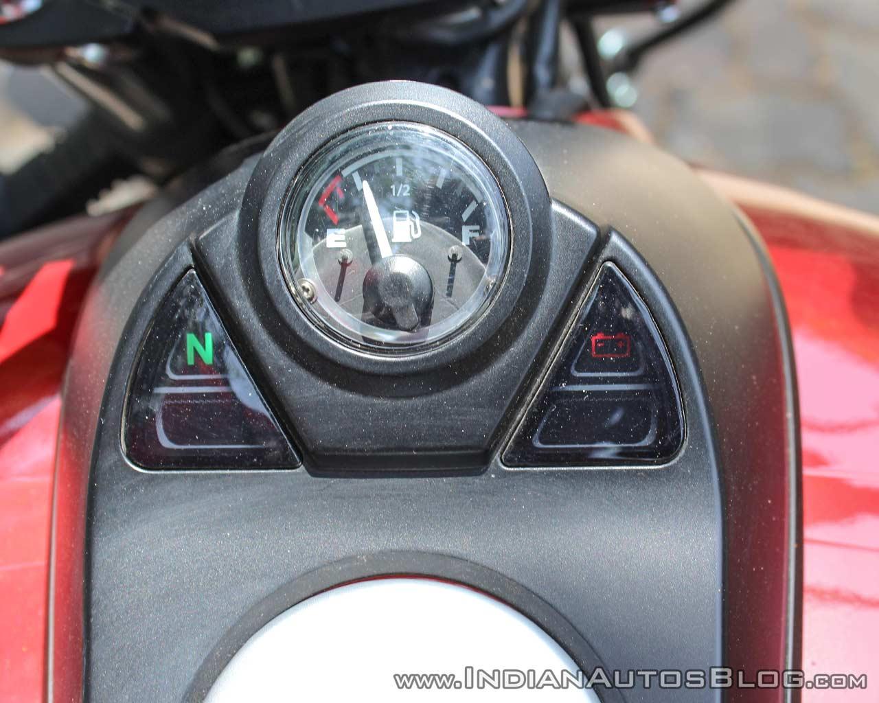 Bajaj Avenger 180 Street test ride review tank console