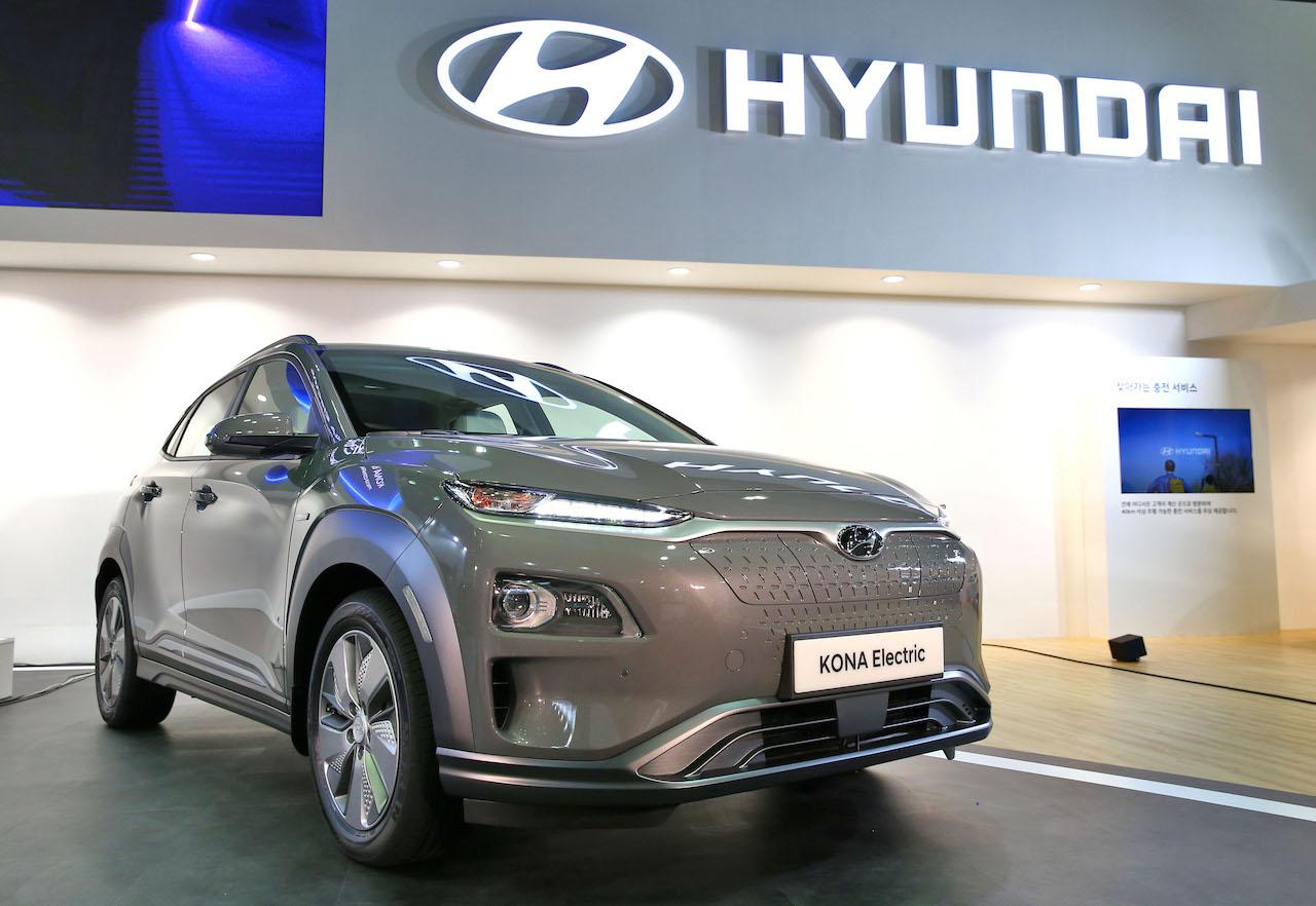 Hyundai Kona Electric front three quarters left side South Korea