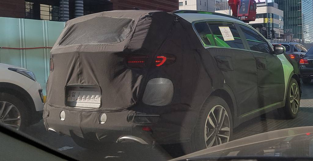 2019 Kia Sportage (facelift) rear three quarters spy shot