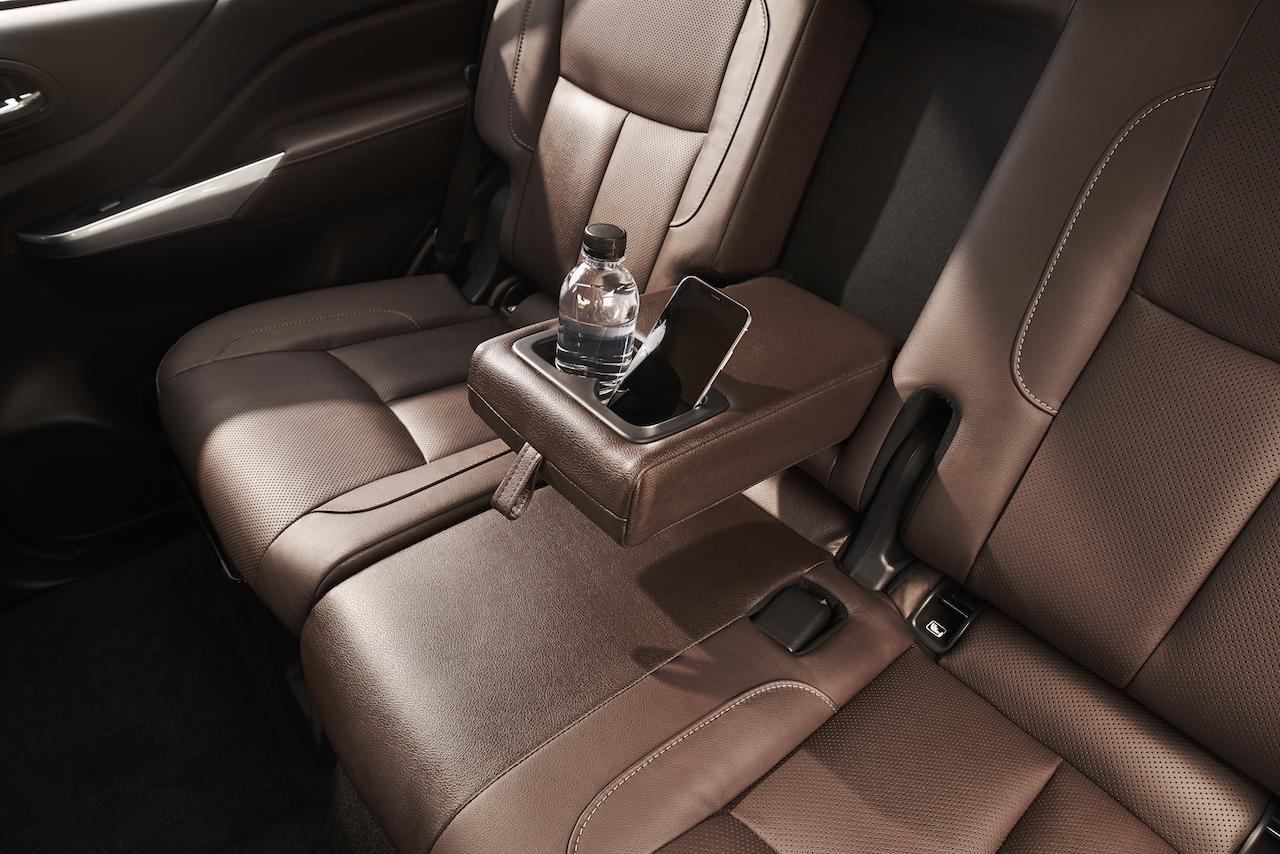 7-seat Nissan Terra second-row seats