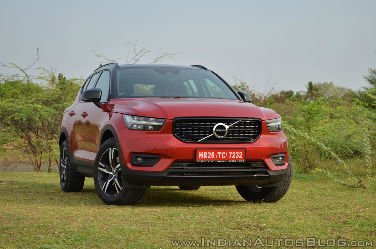 Volvo XC40 review front three quarters view