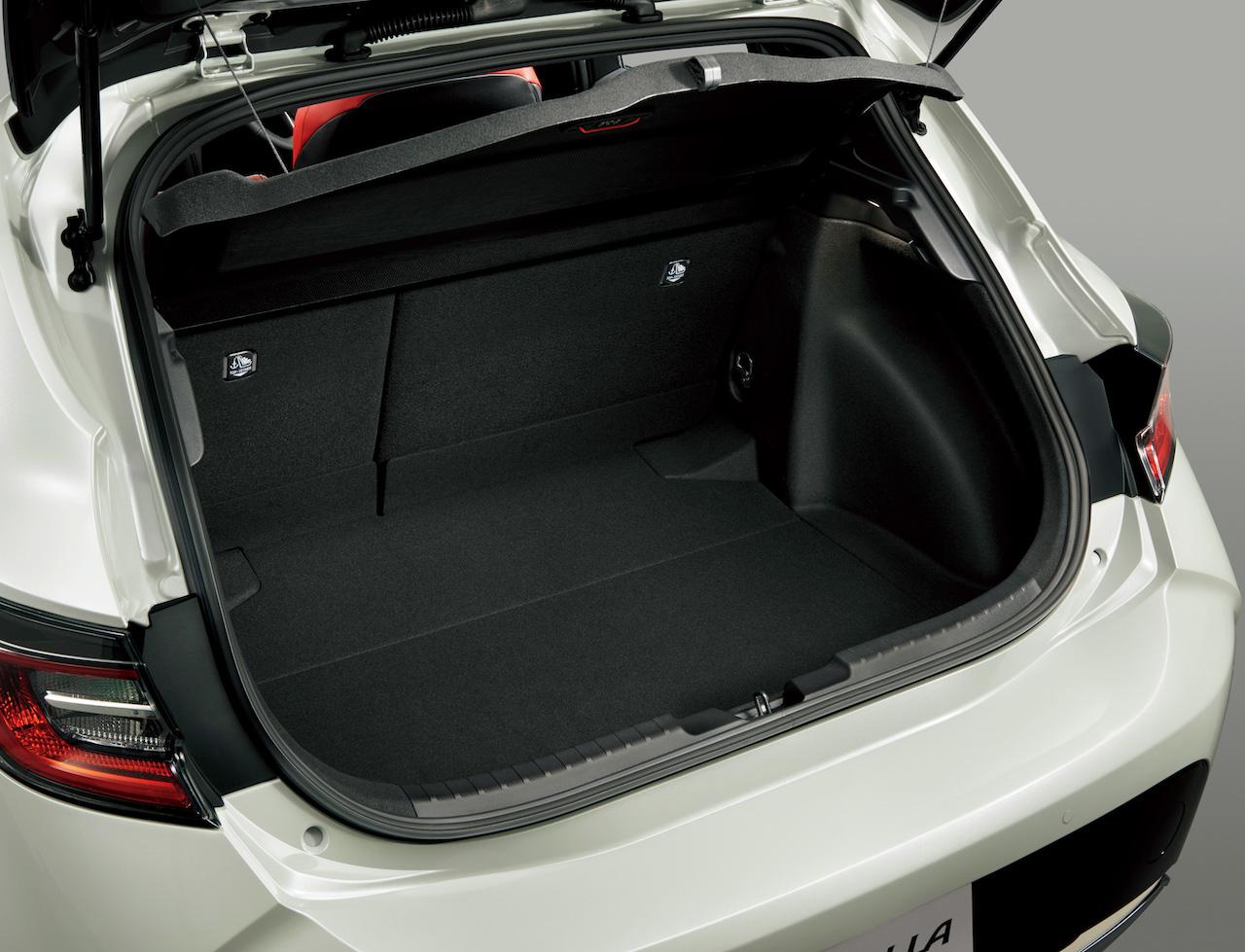 2018 Toyota Corolla Hatchback (Toyota Corolla Sport) boot