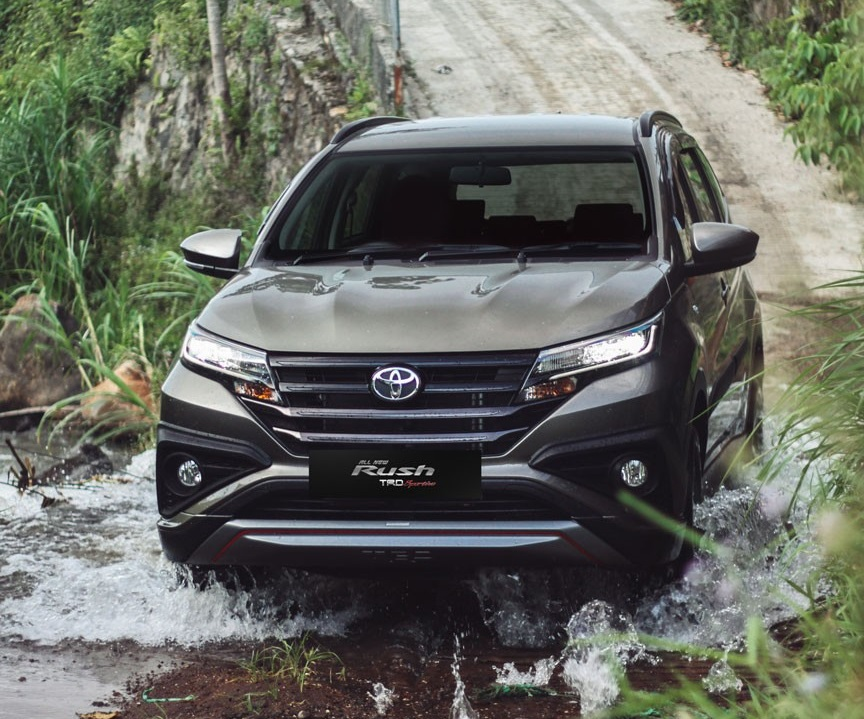 Toyota Rush front action shot