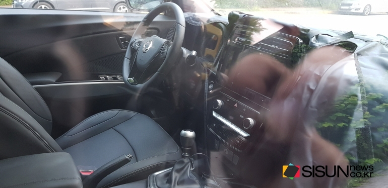 2018 SsangYong Tivoli (facelift) interior spy shot