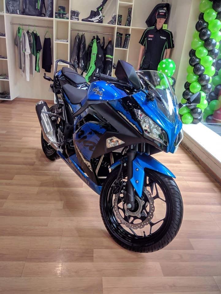 New Kawasaki Ninja 300 In 5 Live Images