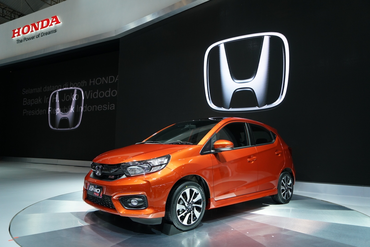 2018 Honda Brio RS front three quarters at GIIAS 2018