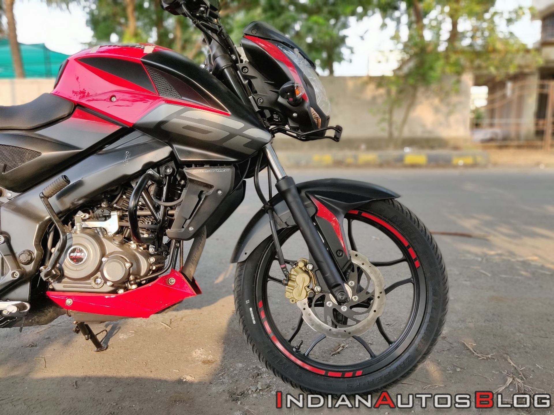 Bajaj Pulsar Ns160 Review Right Front Tyre Profile