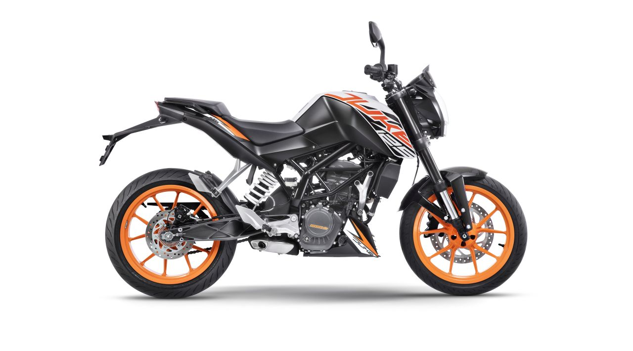 ktm 125 duke vs yamaha r15 v3 0 price features spec comparison. Black Bedroom Furniture Sets. Home Design Ideas