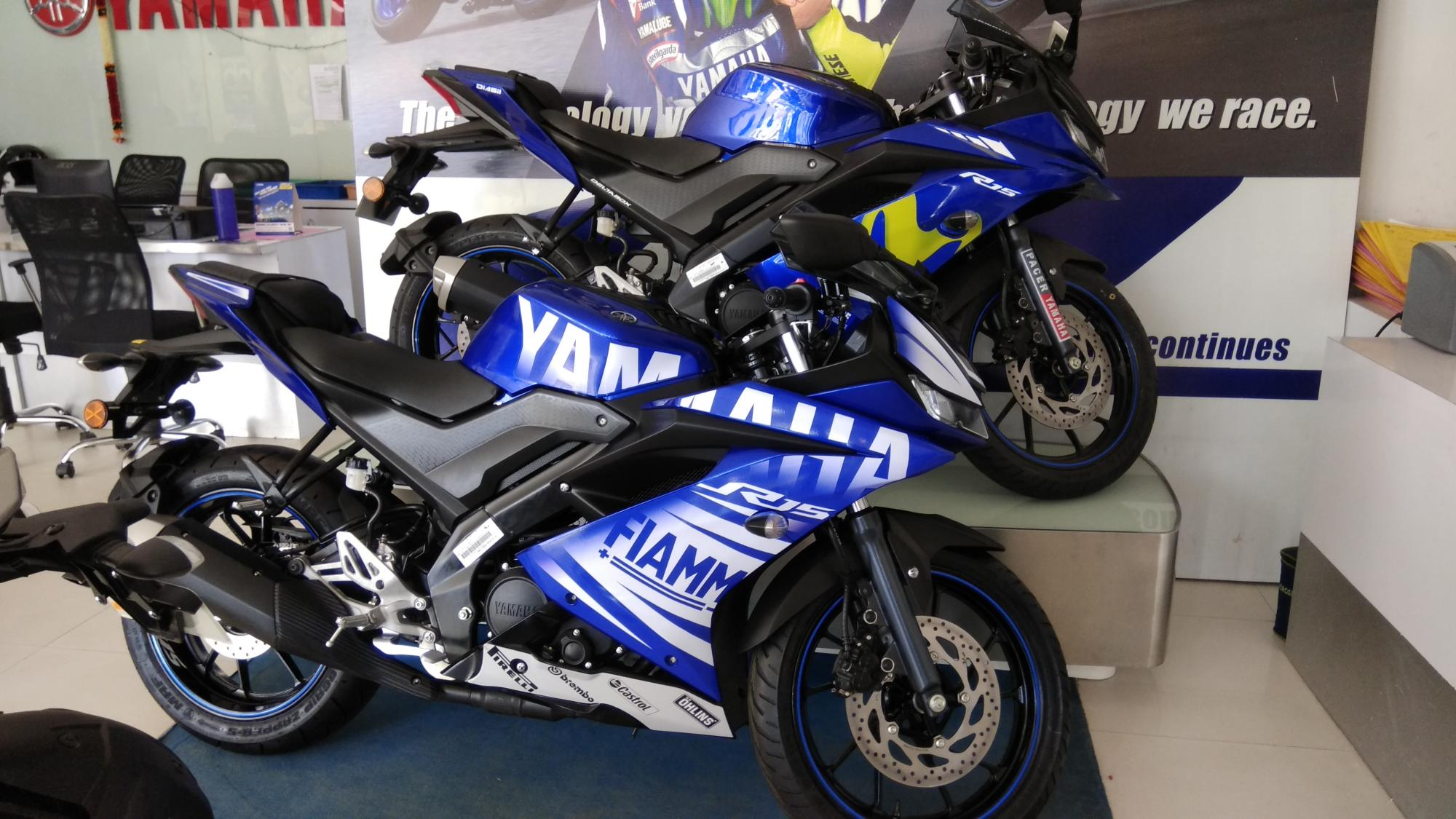 Customised Yamaha R15 V3 0 with graphics kit - 8 Live images