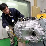 hyundai-engineer-testing-new-6-speed-transaxle