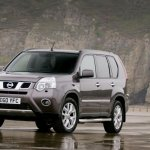 Nissan X-Trail Platinum Edition front