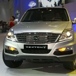Ssangyong Rexton w front.