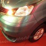 Nissan Evalia front right headlight