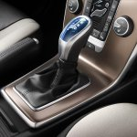 Volvo V40 Cross Country gear knob