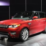 2014 Range Rover Sport front three quarters