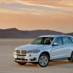 2014 BMW X5 white front three quarter left