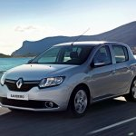 2014 Renault Sandero front three quarters