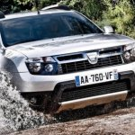 Dacia-Duster-wading-through-water