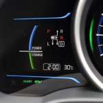 2014-Honda-Jazz-Fit-Hybrid-power-charge