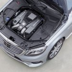 2014-Mercedes-Benz-S63-AMG-engine