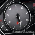 Audi-S6-tachometer