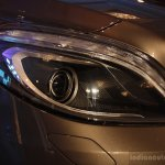 HEadlamps Front right three quarter of the Mercedes B 180 CDI