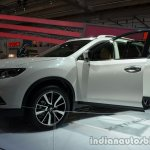 Front left three quarter of the 2014 Nissan X-Trail 5+2