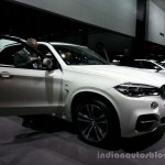 Front three quarter of the 2014 BMW X5 M50d