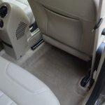 Nissan Terrano rear seat knee room