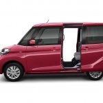 Nissan Dayz Roox sliding doors