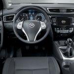 2014 Nissan Qashqai cockpit
