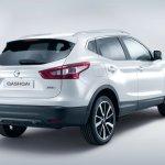 2014 Nissan Qashqai white rear three quarters
