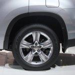 2014 Toyota Highlander Hybrid alloy wheel